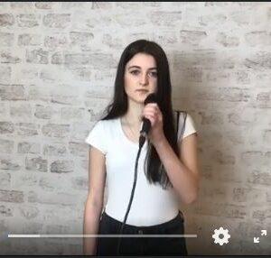 Oliwia Krawczyk śpiewa